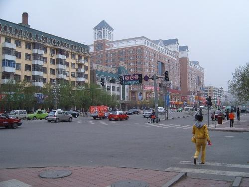 从哈尔滨到肇东坐火车不到一小时,比在哈尔滨市内坐公交车时间都短,但