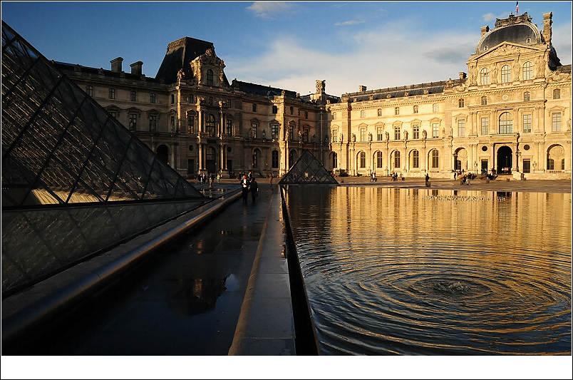卢浮宫玻璃金字塔