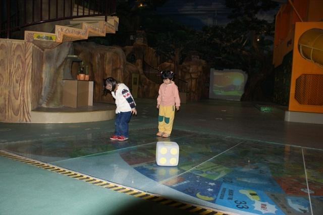 幼儿园跳格子不同图案图片