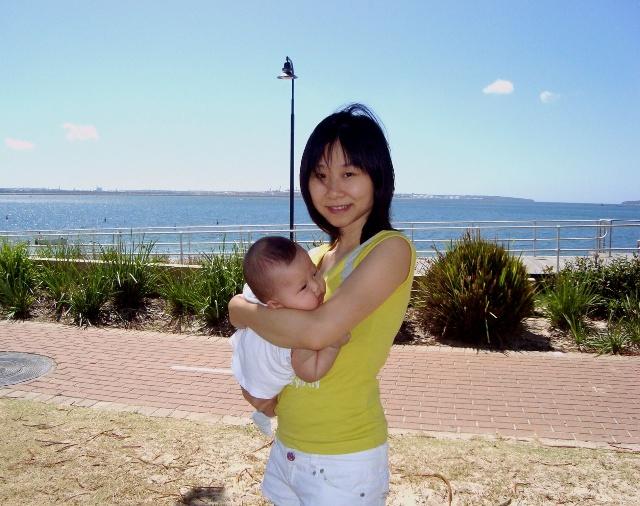 大米已经4个月了,终于忍不住,带她到海边逛一逛.