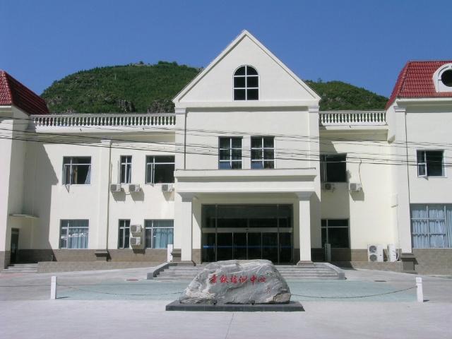十渡风景区有宾馆饭店(培训中心)多座,拥有高、中、低档床位