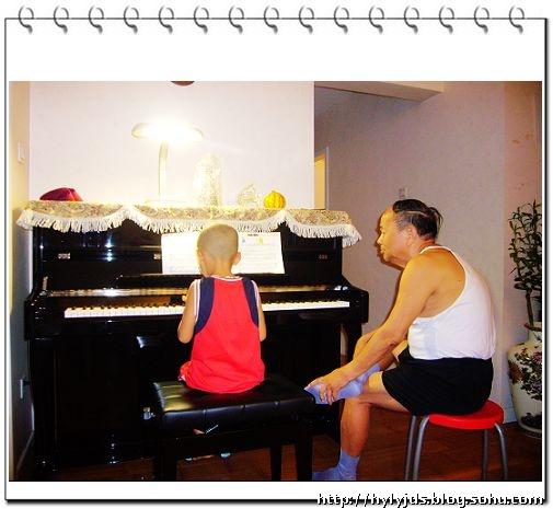 听说学琴的孩子普遍视力不好,每天看那些比蝌蚪还小的音符,用眼当然会