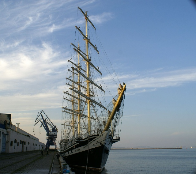 三桅帆船的船体结构更加合理能装载大量的生活必需品