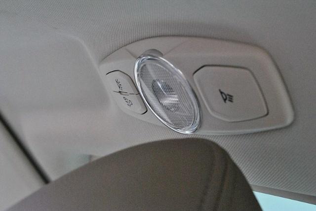间和车厢内阅读灯; 新福克斯阅读灯